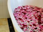 Massive free standing bath tub - just stunning