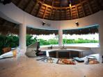 Outdoor kitchen / Pool Bar