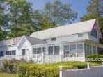 VANAL - Updated Gingerbread Cottage, 5 Minute Stroll Along Harbor to Beach and Town Center, 3 TV's, WiFi