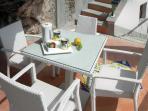 14 Amalfi-Villa-Rosinella-solarium-table