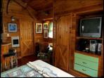 Queen Size bed w/ amenities