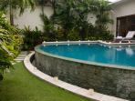 Villa Suliac - Infinity pool by day