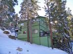 Lake Tahoe Treehouse w/ Private Jacuzzi /Free WIFI