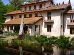 • You rent the entire toscan Villa. 5-6 bedrooms sleeps 10-12, 4 baths.