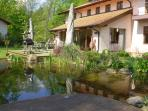 • You can enjoy the terrace to grill and relax. In good weather you jump in the pond.