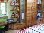 • The Queen- bedroom has a warbrobe with hangers, drawers and shelves.