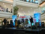 MUSIC BAND AT GIANT ROBINSONS PLACE SHOPPING MALL NEXT DOOR