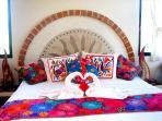 Romantic B&B - Oceanview Roo with Kingbed, AC, WiFi, TV, Bose cd player