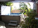 Pet Friendly cottage w/private yard w/ Jacuzzi Spa