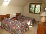 Bedroom 3 (2 twins)