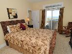 Queen Bedroom (1st floor)