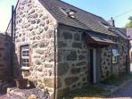 Y GEGIN FOCH, pet friendly, character cottage, woodburner, garden, in Llanaelhaearn near Nefyn, Ref 20329