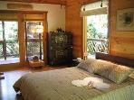 Lotus Suite, 3 Way Lanai facing private backforest, Wi-Fi, mini Fridge, Keurig Coffee Maker, Whirlpool Tub