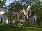 Historic Victorian Style House Walk to Falls