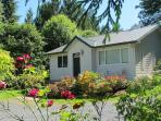 Modern, comfortable, clean cottage on Lake Samish