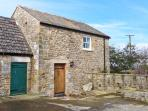 STONETROUGH BARN, luxury romantic barn conversion in Newton le Willows Ref 22290