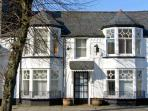 LITTLE WHITE HOUSE Victorian townhouse, centre of town in Bala Ref 23290