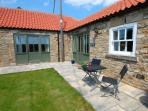 Sheep Pen Cottage 5 Star Cottage enjoys a sunny private enclosed garden and patio