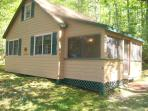 Peaceful family friendly lakeside cottage for rent