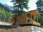 Bear Lodge, views of mountains and privately situated in the woods