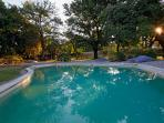 Charming B&B sud Luberon in Vineyards, with a Pool and Balcony