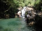 A dive into cristal clear natural pool