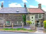 HOLLY TREE COTTAGE, stone cottage with woodburner, underfloor heating, luxury bathroom, close good inn, Aislaby Ref 25346