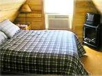 Queen Bed in Cozy Loft