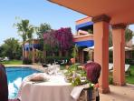 Villa Dar Zina : lunch around the swimming pool