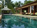 Infinity pool & pool pavilion