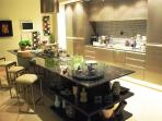 Gourmet Kitchen with Seating for 'helpers'