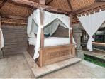 Ceremony House Queen bed