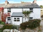 14 LOW ROW, WiFi, pet-friendly, woodburner & open fire, en-suite facilies, end-terrace cottage in Cark, Ref. 29073