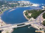 Vista aérea de la entrada a La Barra