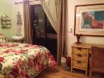 Clean Quiet garden bedroom with own entrance,  double bed and desk.  Small fridge,  coffee maker