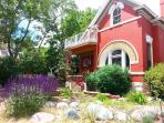 Charming Downtown Victorian Overlooking CoSprings
