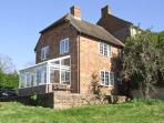 ORCHARD COTTAGE, open fire, AGA, walks from the doorstep, in Ashendon, Ref. 28928