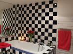Large and nice bathroom