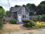Cozy Two Bedroom Cottage, Walk to Town 113594