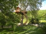 NOUVEAU/au Moulin Cabane perchée dans un arbre biscentenaire à 8m du sol.Luxe & raffinement