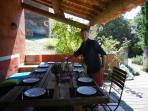 Grande table ombragée