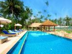 Clubhouse Pool and swim up bar