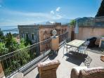 stunning vacation apartment with terrace in Taormina