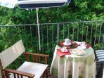 il balcone della sala verso il giardino/lago