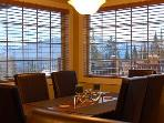 BEAR'S DEN : Relax while enjoying amazing views at the dining table or while soaking in your private hot tub