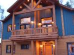 GRAND CHALET GRIZZLI : The Grand Chalet Grizzli, an elegant and modern house which is filled with all the necessary...