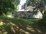 Vue extérieure de la maison - un environnement calme, verdoyant et bucolique
