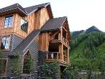 RIDGEVIEW CHALET: Wake up with an exclusive view of the mountain lying in your king size bed. This beautifully designed...