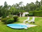 casa costaneira jardin y piscina