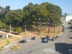 Vista lateral desde el edificio, zona muy tranquila y comoda para aparcar